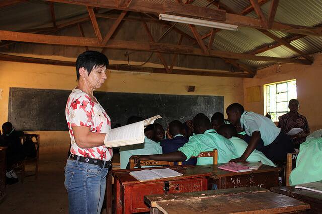 Anne õpetab inglise keelt Munganga keskkoolis